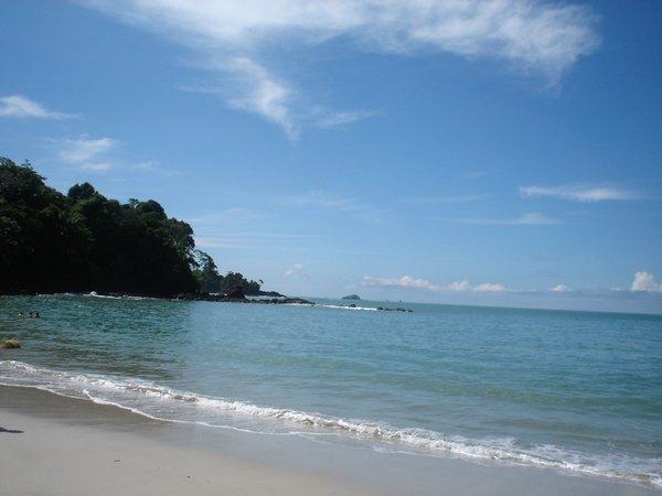 manuel-antonio-beach.JPG